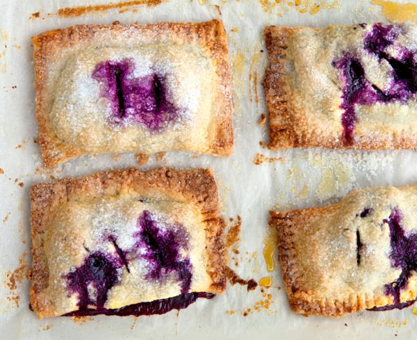 Hand Pies: Crostate tascabili ai mirtilli