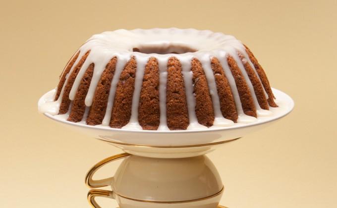 Torta speziata alle noci con glassa d'acero