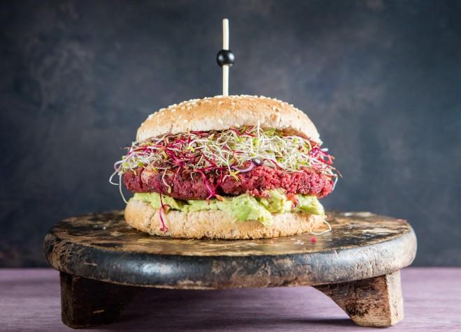 Hamburger vegetariano di barbabietola e bulgur