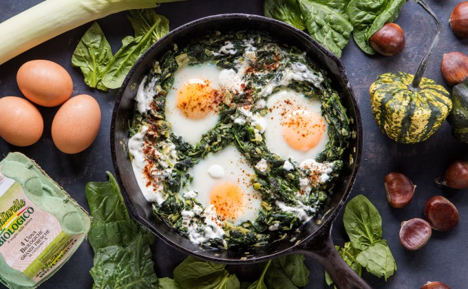 Padellata di uova con spinaci e feta
