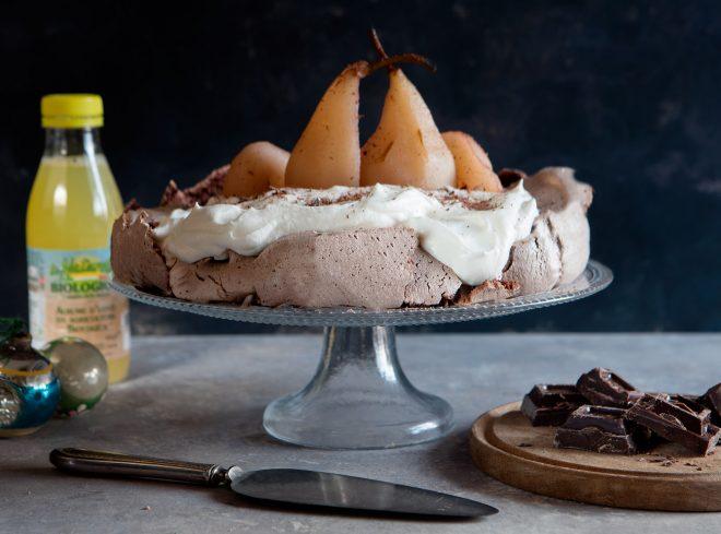 Pavlova al cioccolato e pere