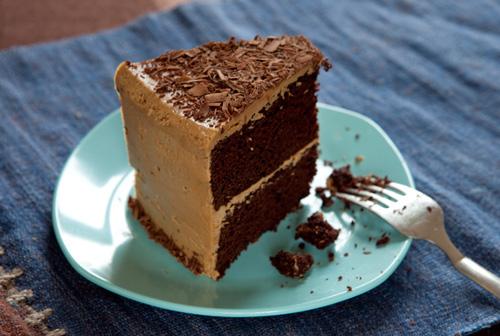 Birthday cake al cioccolato con glassa all'espresso