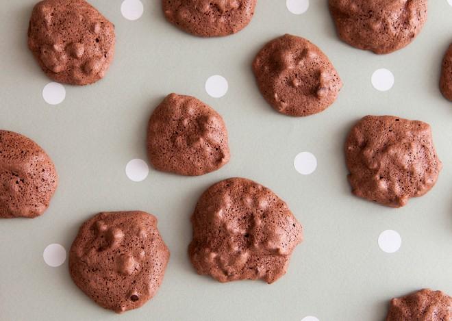 Cookies meringati con gocce di cioccolato
