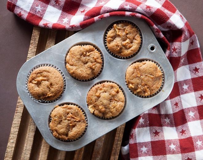 Muffin con mele e olio d'oliva