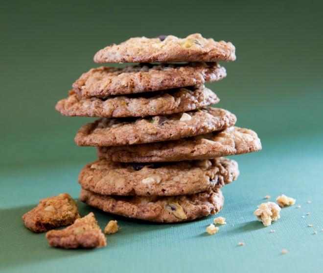 Cookies con fiocchi d'avena, pistacchi e cioccolato bianco