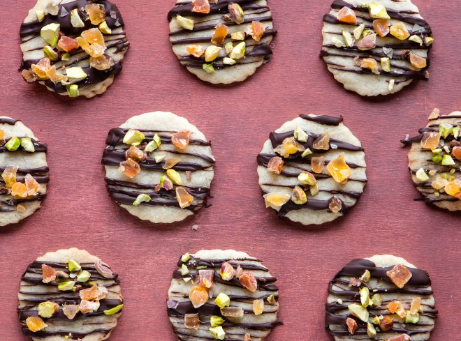 Orange-scented almond cookies with dark chocolate