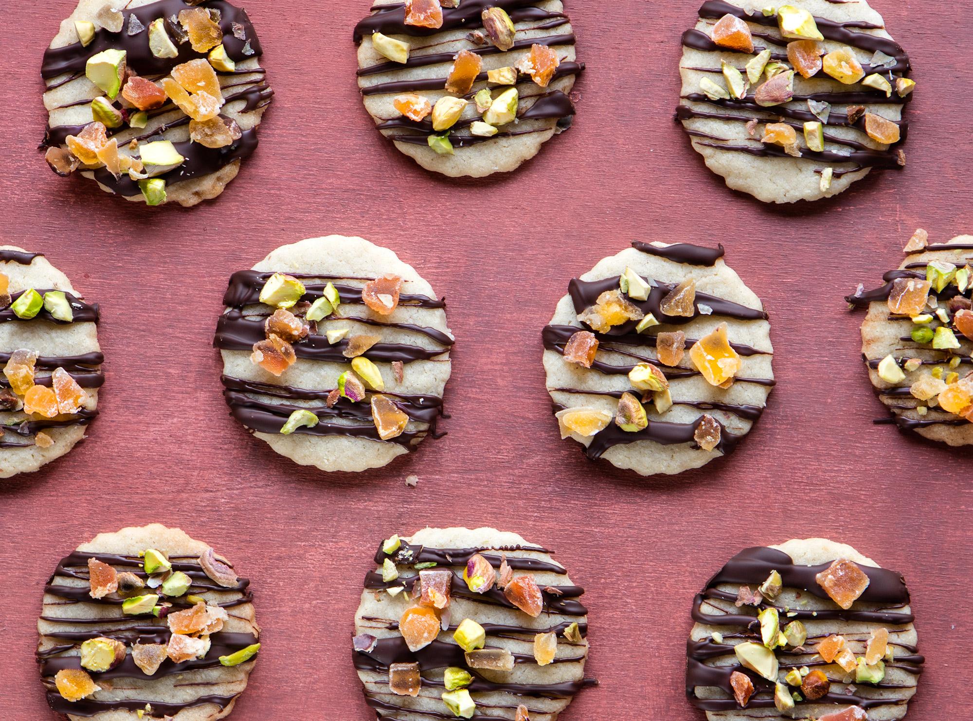 Biscotti al profumo d'arancia con cioccolato e pistacchi